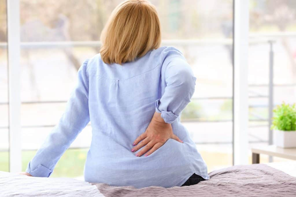 woman experiencing back pain from gallbladder and liver malfunction